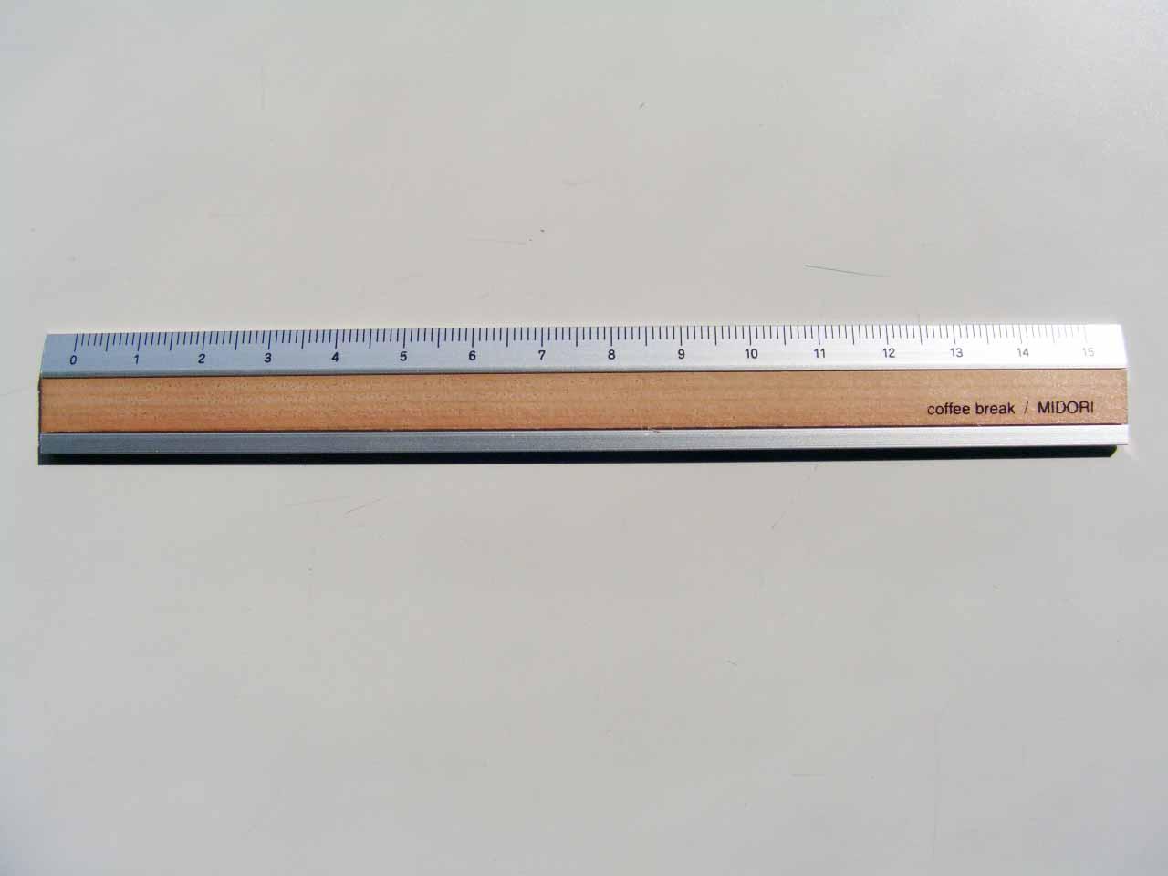 無印良品「再生PETカッティング定規・スベリ止め付・15cm」 厚さ